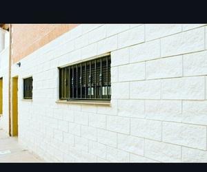Construcción de muro de bloque decorativo