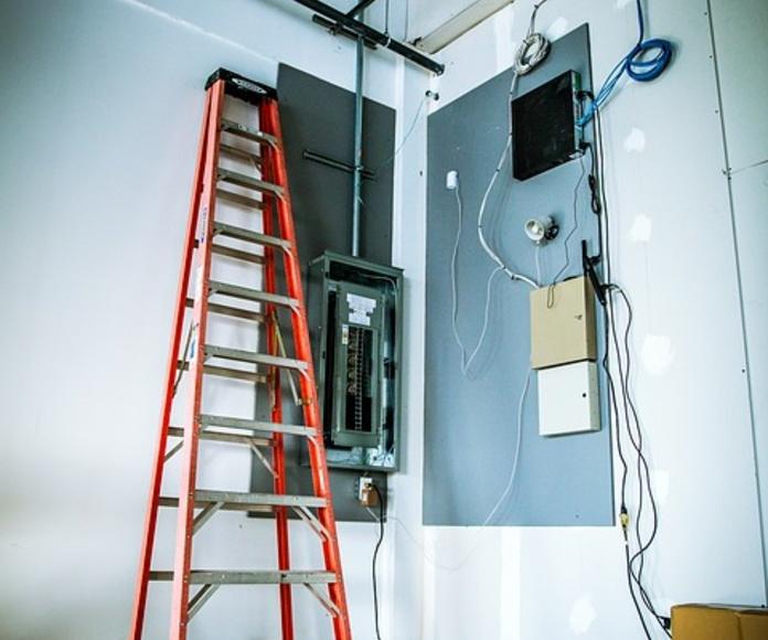 Servicios de mantenimiento: Servicios de Electricidad DM