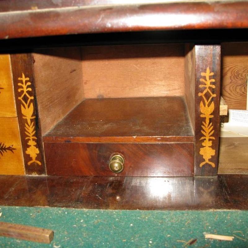 Interior del mueble escritorio