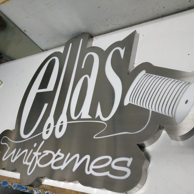 Logotipo corporeo en acero