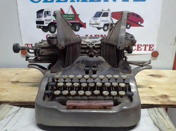 maquina de escribir antigua en chatarras clemente de albacete