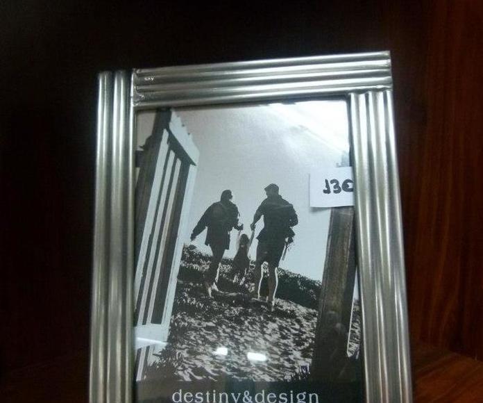 Marcos de fotos: Servicios de Paquita & Olga Decoración