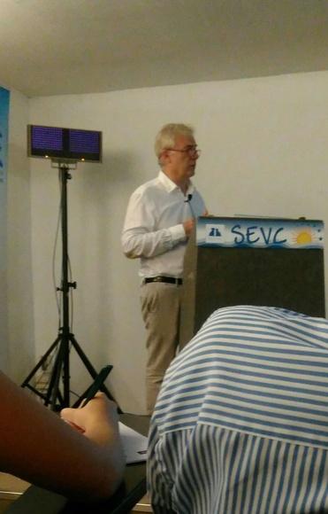 """Simón Martí impartiendo la conferencia """" Como yo trato el parto en la perra"""""""