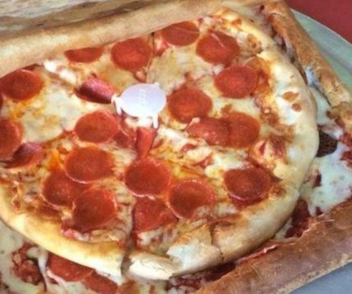 La caja de pizza echa de pizza