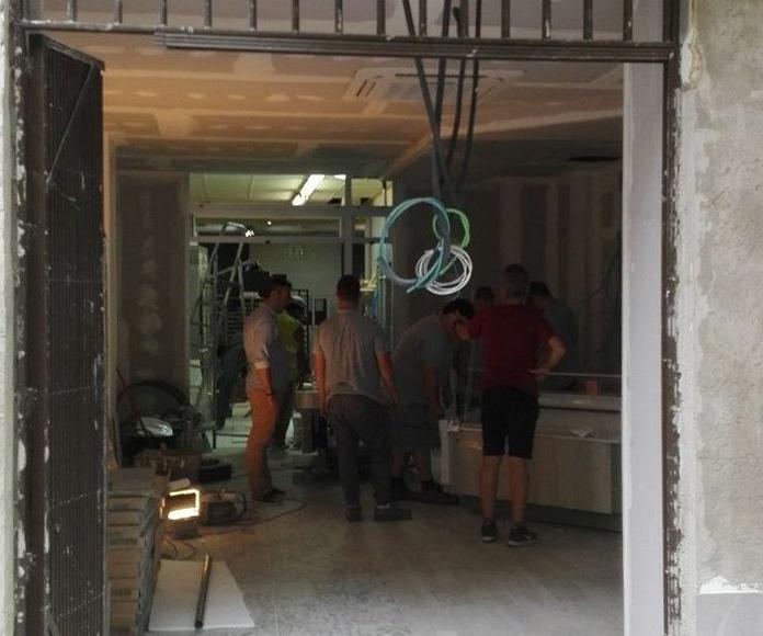Puerta de cristal corredera automática 1 hoja sobre falso techo Panadería