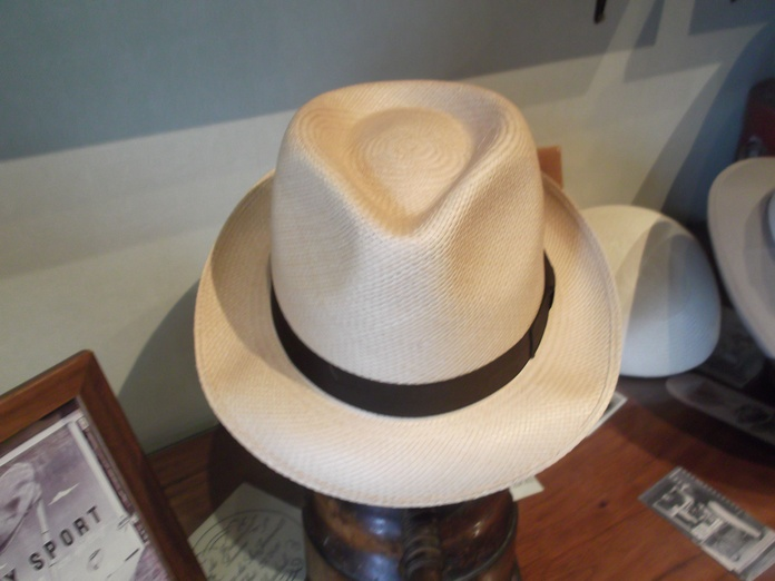 Sombrero ala corta.