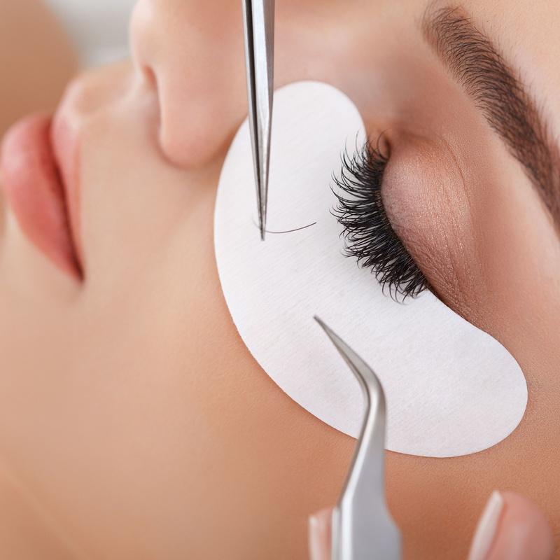 Arreglo de cejas y extensiones de pestañas: Servicios de Yolanda Ariza Styling