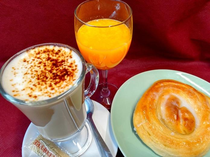 Combo de desayuno con bolleria
