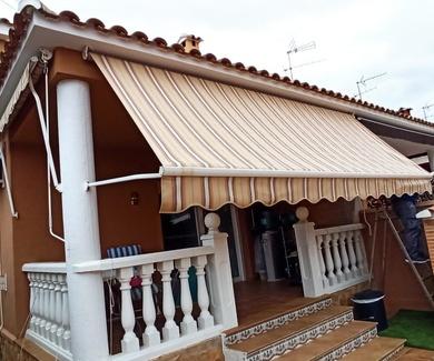 Instalación de toldo en C/ Málaga