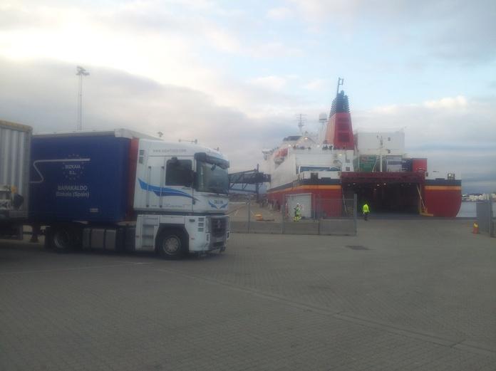 Carga Completa: Servicios de Nave Logística Robertrans