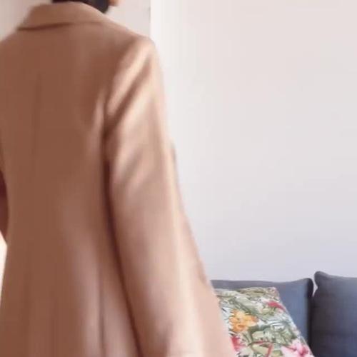 De corte clásico, estampados de cuadros, metalizados, de paño... Noviembre es el mes para conseguir tu abrigo para este duro invierno. ¿Ya tienes el tuyo?