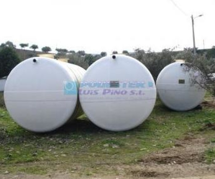 Depósitos horizontales con patas: Servicios y Productos de Poliéster Luis Pino