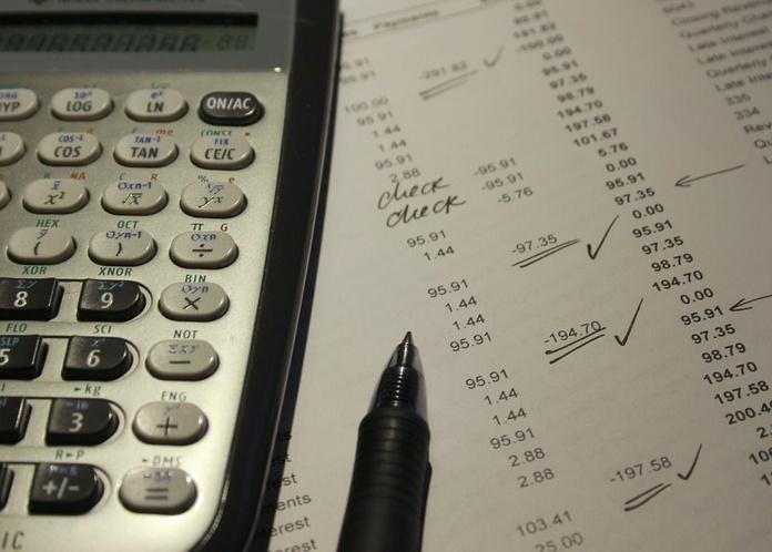 Impuestos/renta: Servicios of Asesoría Jurídica Aza