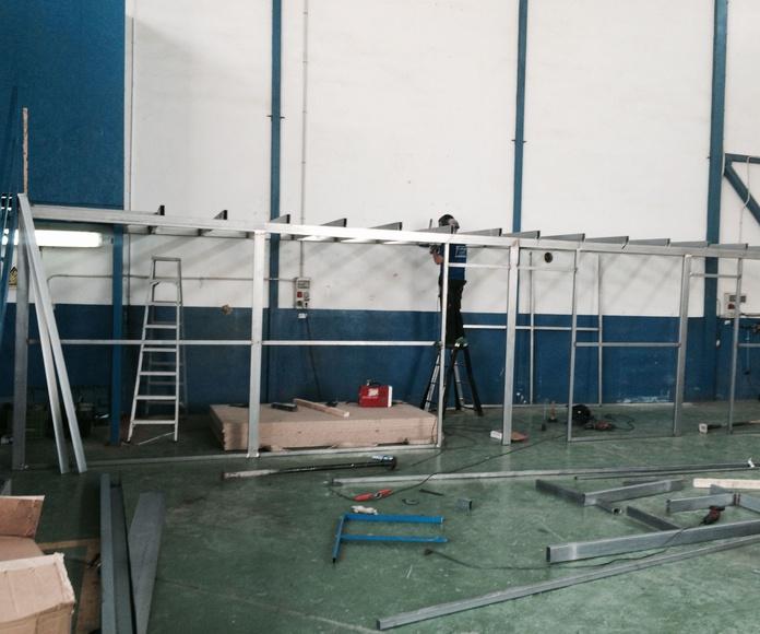 Fabricacion y colocacion de trasteros de hierro en el interior de nave.