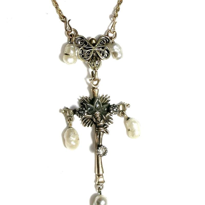Colgante Crucificado en oro con vistas de plata, diamantes y perlas. S.XIX: Catálogo de Antigua Joyeros