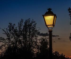 Distintas bombillas en el alumbrado público