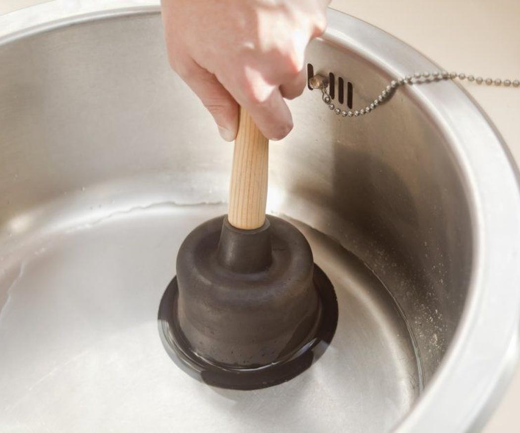 Consejos para desatascar tuberías en casa