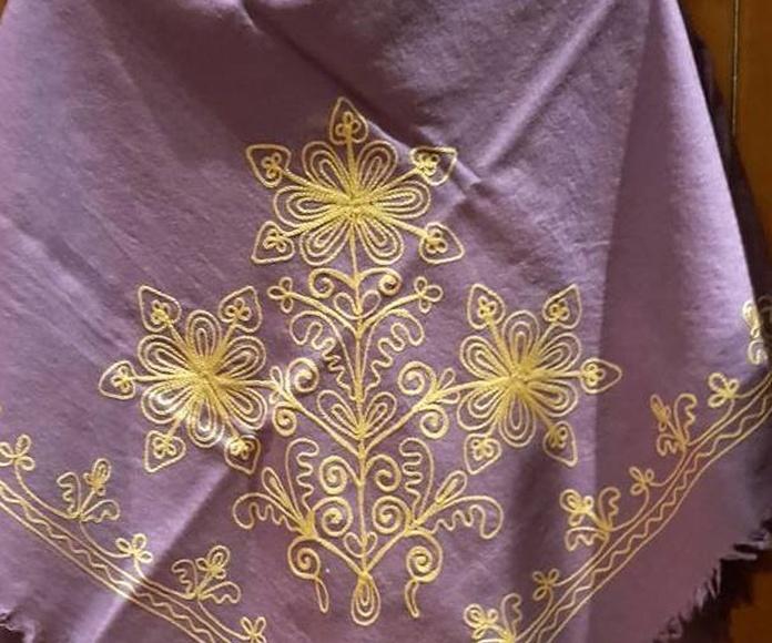 Mantones de lana bordados en cadeneta