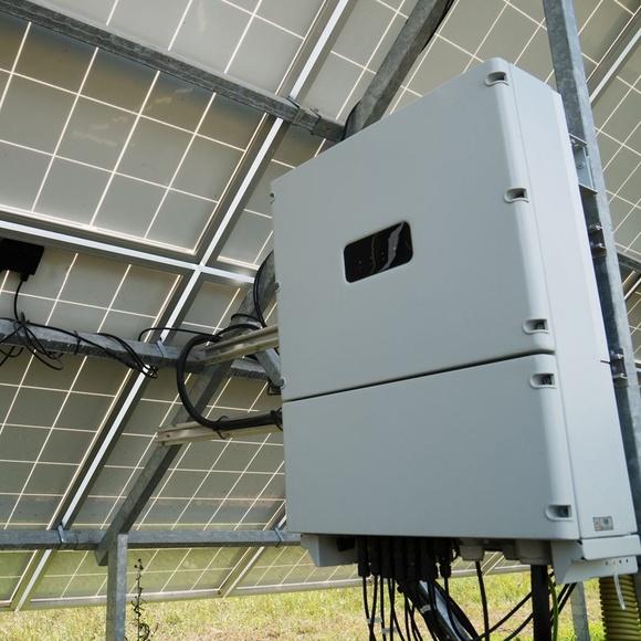 INVERSOR/CARGADOR AXPERT KS 24V/3000VA: Productos y servicios de Energías Renovables HG