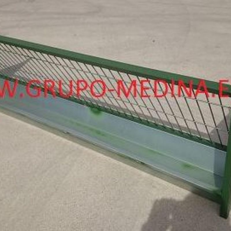 COMEDERO PARED: NUESTROS PRODUCTOS de Grupo Medina