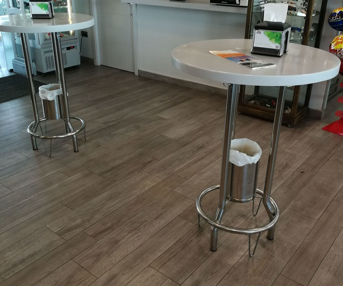 Mesas altas personalizadas para restaurante.