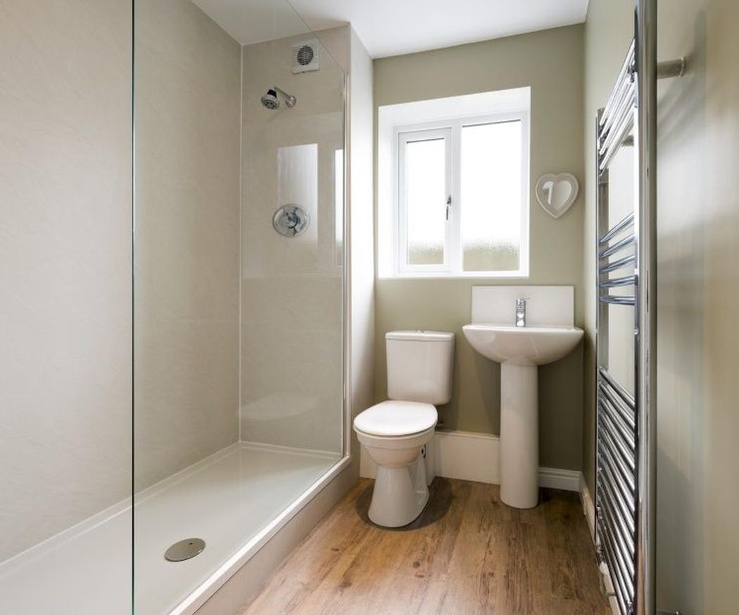 Color de las paredes y azulejos para un cuarto de baño pequeño