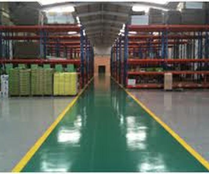 Limpieza de grandes superficies: productos y servicios de Limpiezas Pirineos. Tel 617 32 76 52
