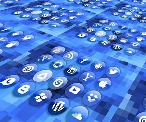 ¡Visita nuestras redes sociales!