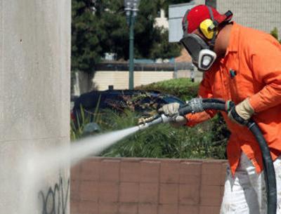 Limpieza de grafitis: Girona Neta, S.L.
