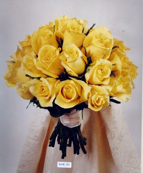Ramo de novia de rosas:  de Floristería Contreras