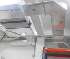Unidad interior de conductos aire acondicionado en almacén