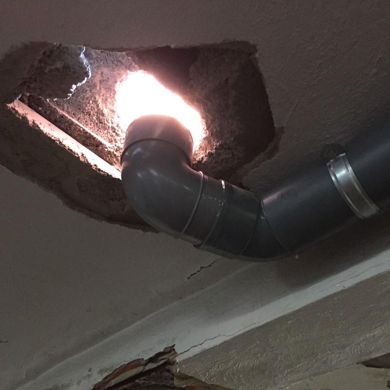 Colocación de sumideros en plazas de garaje para desaguar bajantes