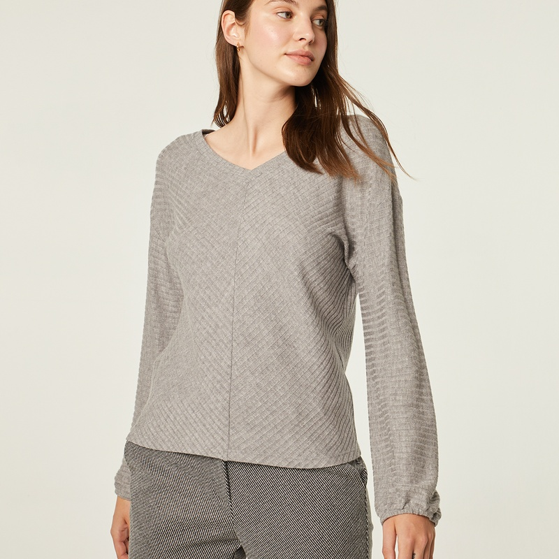 Jersey gris perla con cuello de pico: Catálogo de Manuela Lencería