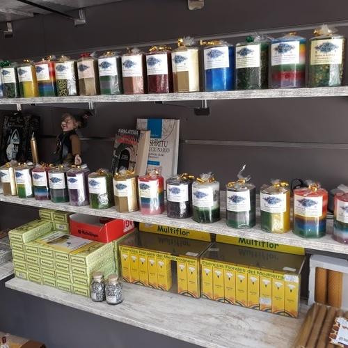 variedad de inciensos y minerales Lleida