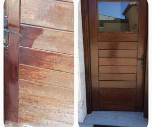 Restauración de puertas de madera en las cuadras de la Real Sociedad Española Hípica Club de Campo mediante lijado, Madoral Fondo (anticarcoma) y dos manos de acabado de Madoral Stdo. Nogal.