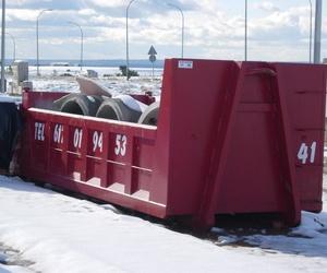 Contenedor con residuos industriales