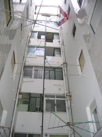 Rehabilitación de patio interior de azulejo en Santander.