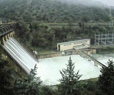 Un muerto y cuatro heridos en un accidente en la presa del Cíjara (Badajoz)