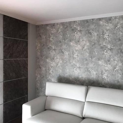 Instalación de papel pintado para paredes. Renueva tu salón!