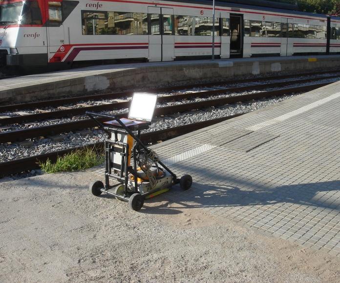 """Campaña de prospección geofísica para el soporte a la redacción del """"Proyecto de mejora y acondicionamiento de los andenes de la Estación de Ferrocarril de Calella de Mar"""" (Barcelona)."""