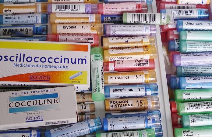 Homeopatía: tubos de gránulos