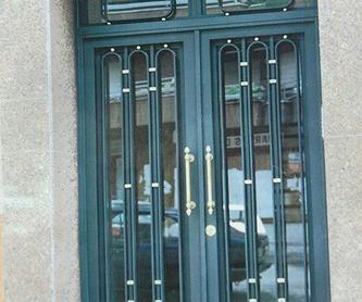 Instalación y mantenimiento de puertas de garaje: Servicios de Cerrajería Miguel Ángel