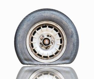 ¿Qué pasa con los neumáticos cuando se vuelven viejos?