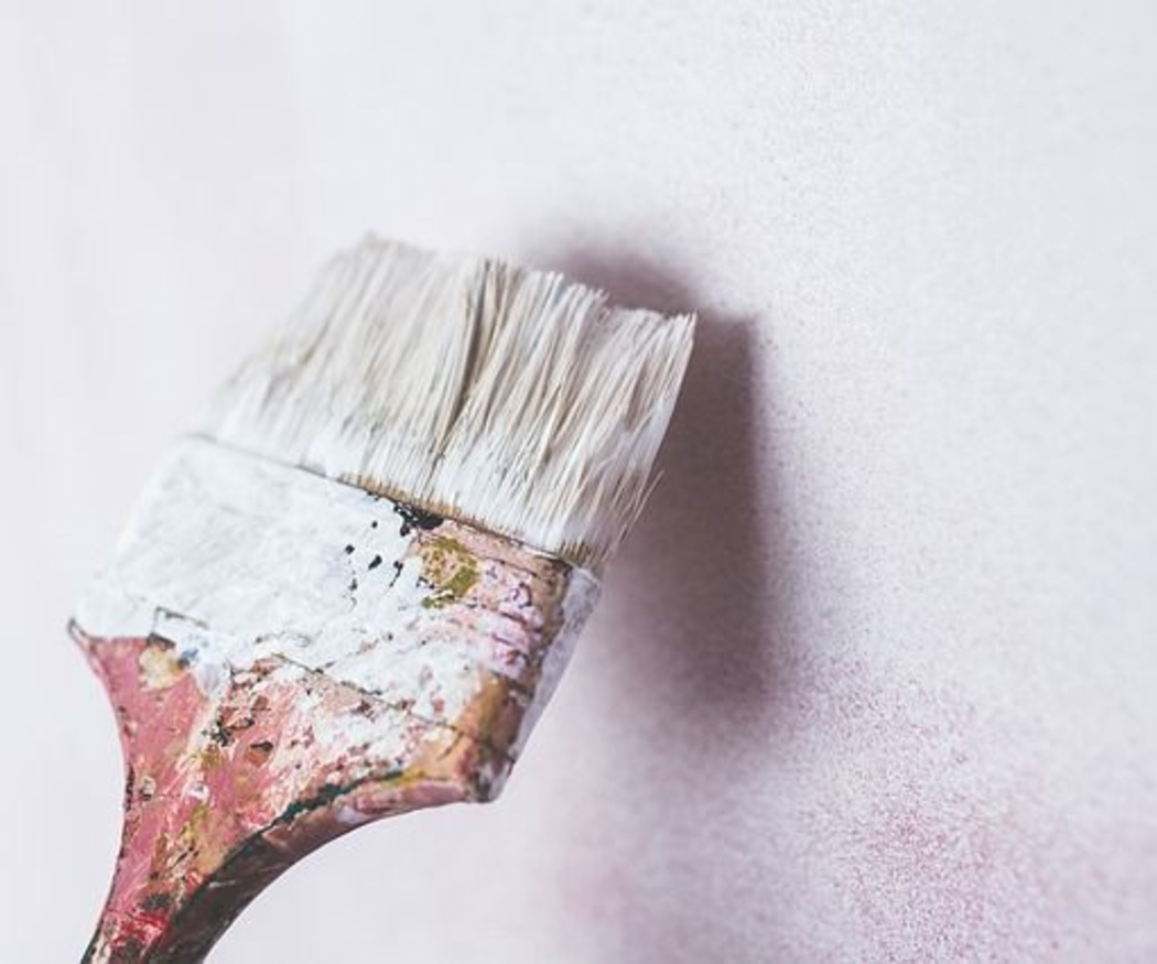 ¿Por qué es recomendable utilizar pinturas antihumedad en interiores?