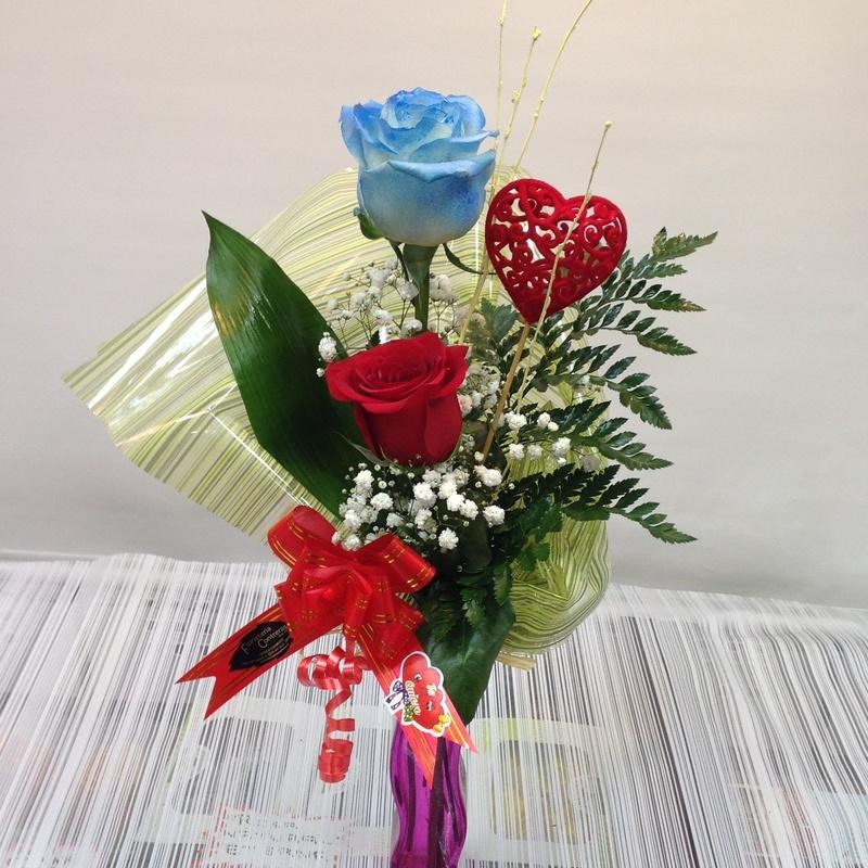 Jarrón dos rosas: Servicios de Floristería Contreras
