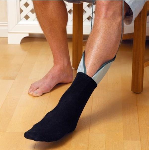 Manga pone calcetines y medias Etac