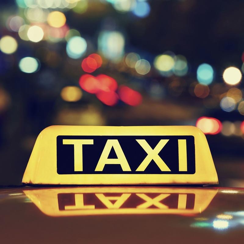 Servicio a hospitales : Servicios de Taxi Lucena // Tel. 617 55 07 13