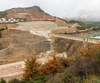 """Un geólogo dice que el movimiento de la ladera de Yesa """"no está parado"""""""