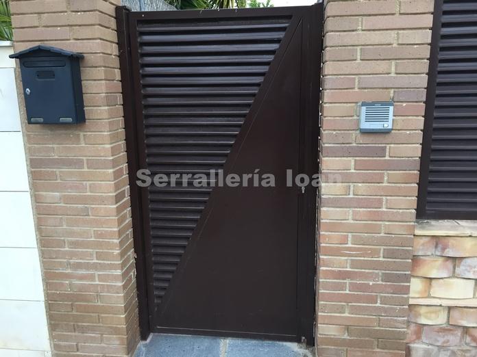 Puerta peatonal 50%: Productos y servicios de Serrallería Ioan