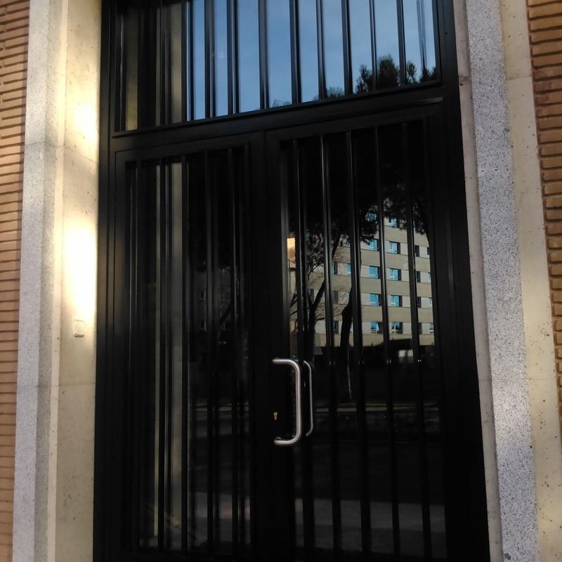Puertas comunidad: Servicios y Productos de Cerrajería Avelino Izquierdo, S.L.